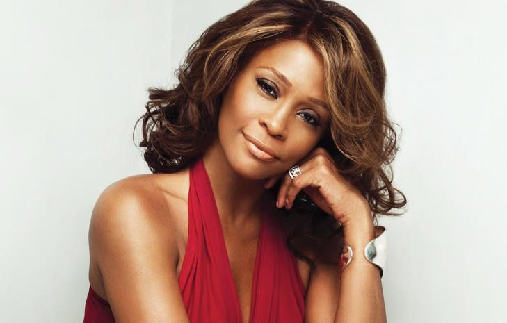 """""""Whitney Houston : révélations sur le destin brisé de la diva"""", documentaire inédit ce soir sur C8"""