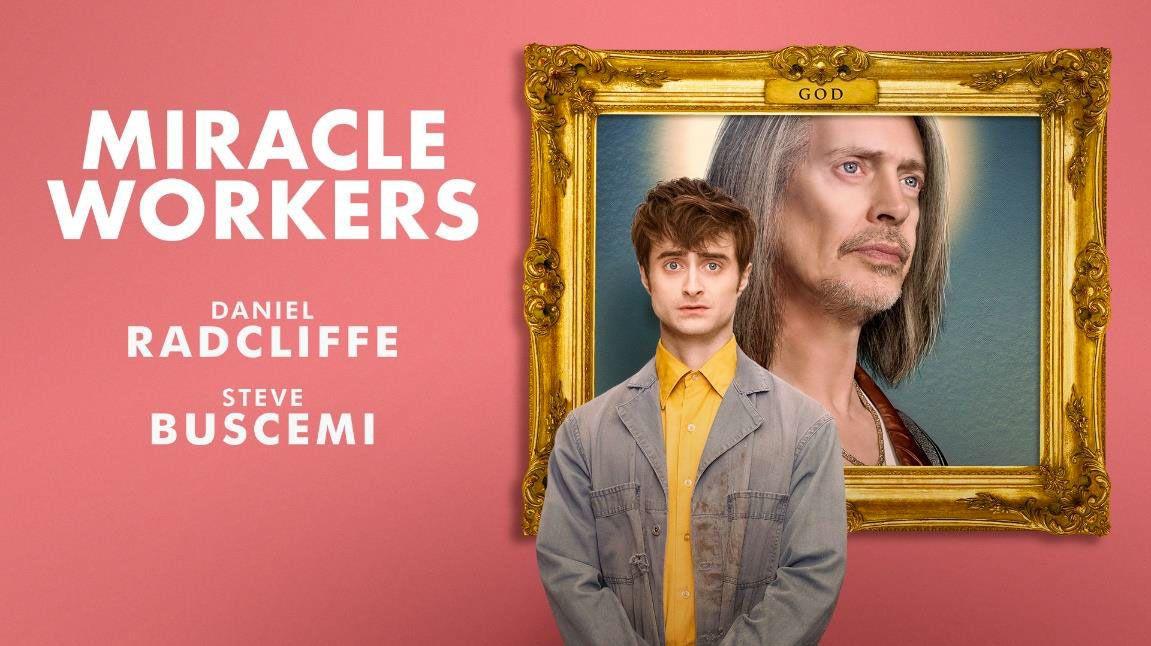 """La saison 2 de """"Miracle Workers"""" avec Daniel Radcliffe et Steve Buscemi diffusée en 2020 sur Warner TV"""