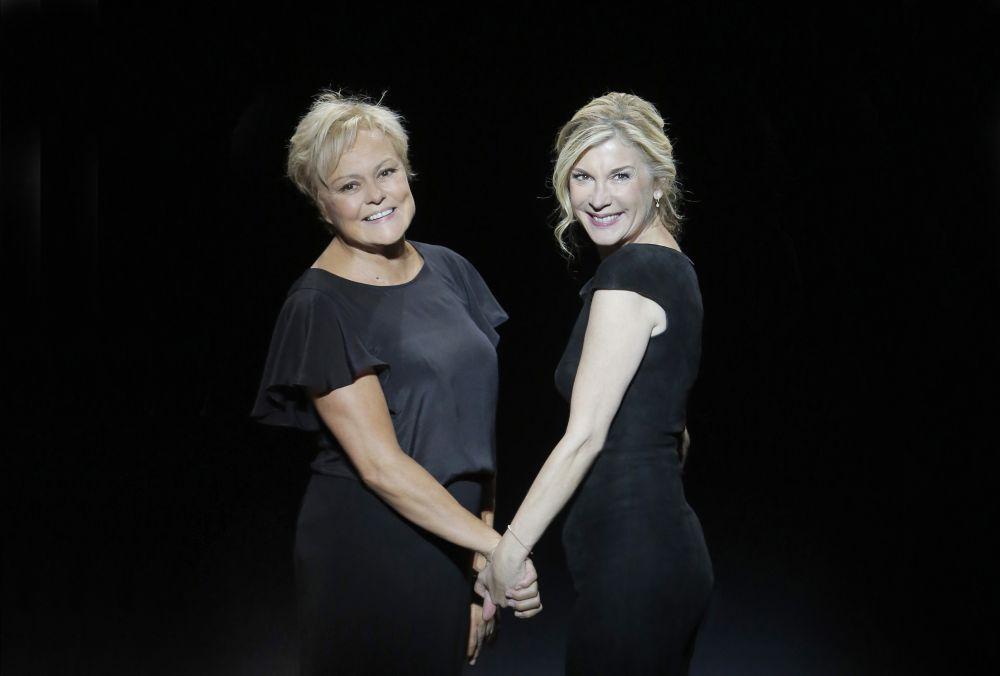 """Le spectacle """"Elles s'aiment"""" avec Muriel Robin et Michèle Laroque diffusée ce soir sur France 2"""