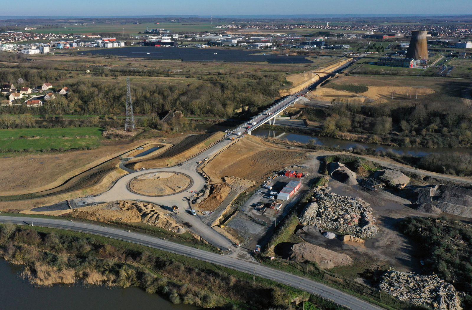 Le pont dit de la desserte portuaire enjambe l'Orne au niveau des communes de Hérouville-St-Clair et Colombelles. Photos aériennes François Monier, février 2020