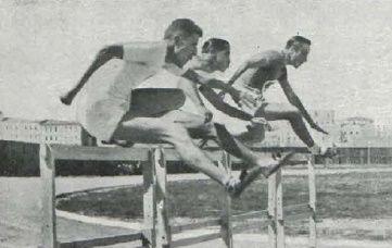 1 - Final de la prueba de 110 m.v.  2 - Luis Maspons. 3 - Antonio Segurado 4 - Fernando Gándara y José Eugui