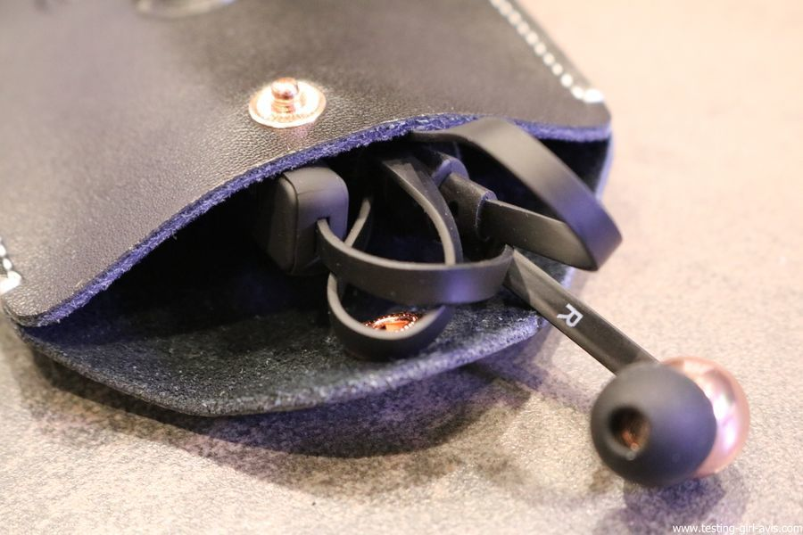 Sudio Vasa Bla : Mon test des ecouteurs sans fil Bluetooth au design élégant suedois pochette et ecouteurs