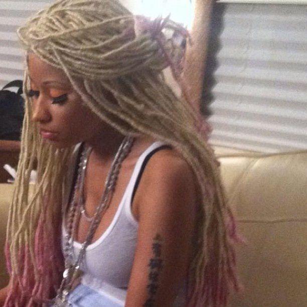 Et pour celles qui veulent tester juste une journée, il y a aussi l'option perruque comme Nicki Minaj dans le clip Y U Mad ;-D
