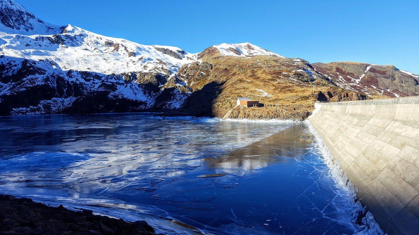 J'entends encore raisonner les craquements impressionnants de la glace qui recouvre la totalité de l'étang.