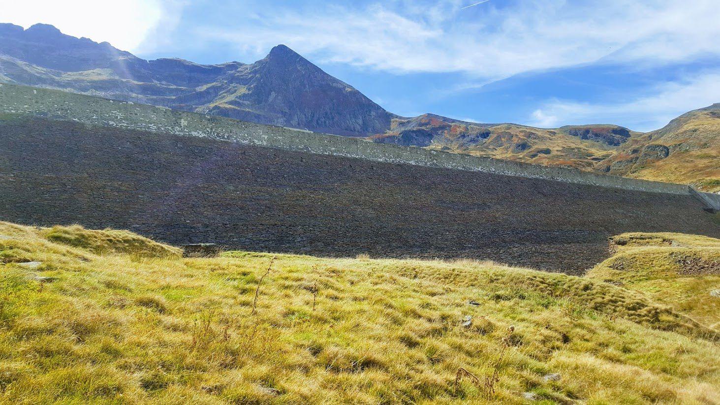 Le Pic du Crabère et le barrage d'Araing.