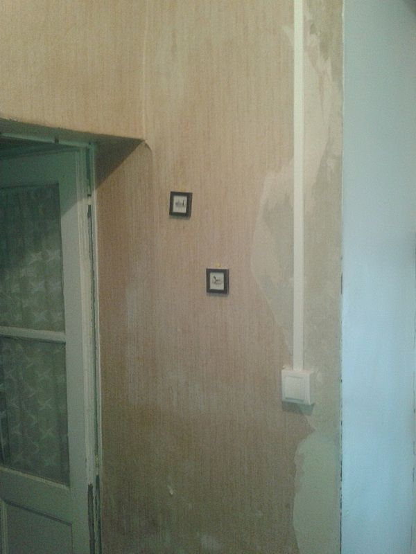 Une autre partie à doubler pour rendre plus propre ces pan de murs ancien sur lesquels les vieux enduits cloquent et les rends pas très esthétique du coup...
