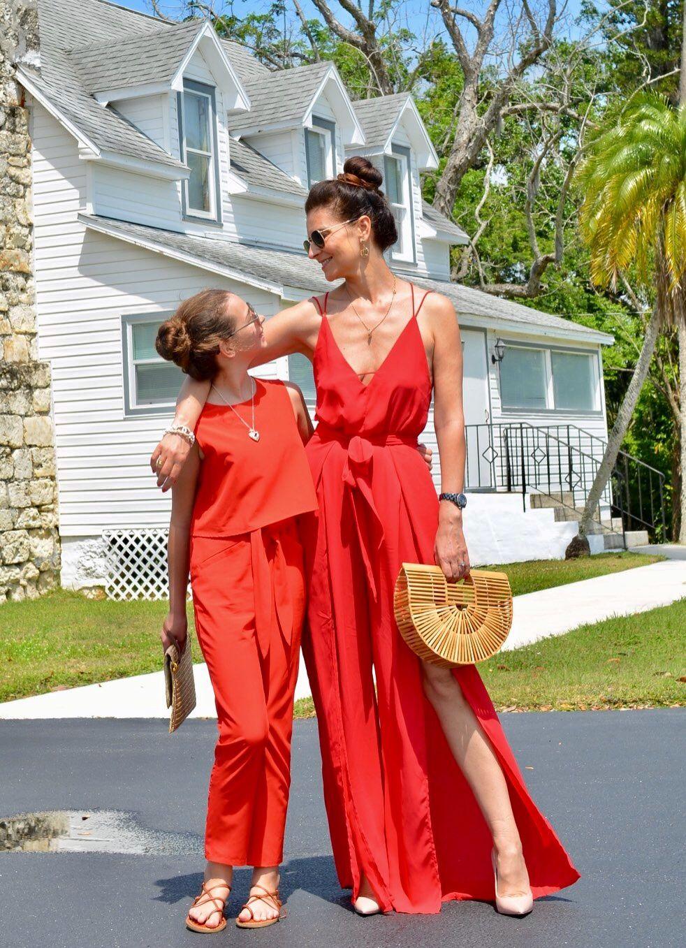 Ma Loulou d'amour a elle aussi sa Combi pantalon rouge pour les toutes occasions...        Et ça lui va à merveille !