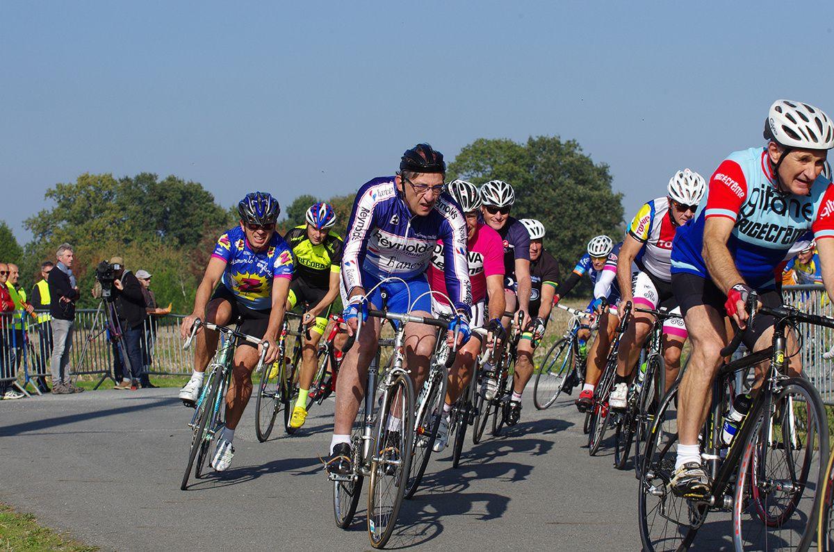 Les légendes du cyclisme en selle à Pipriac