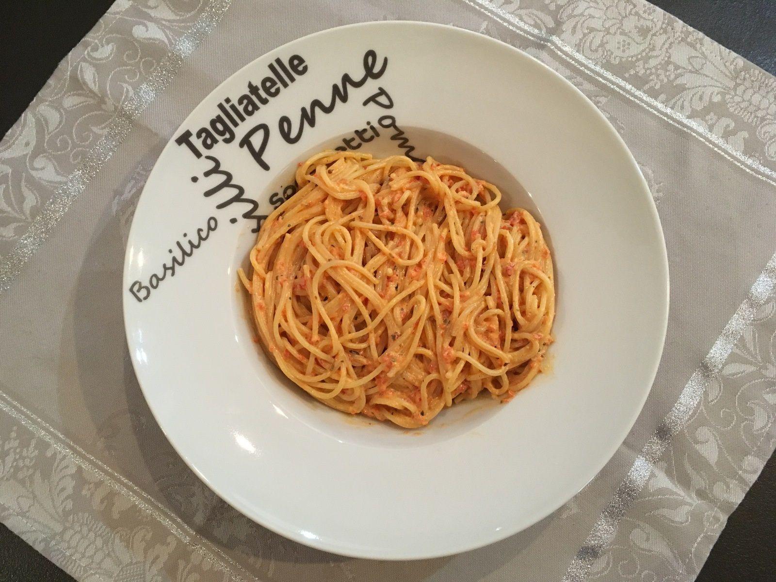 Spaghetti à la crème de poivron rouge et chèvre frais