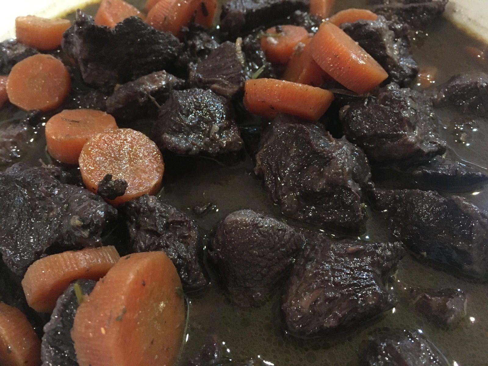 Joue de bœuf confite au vin rouge