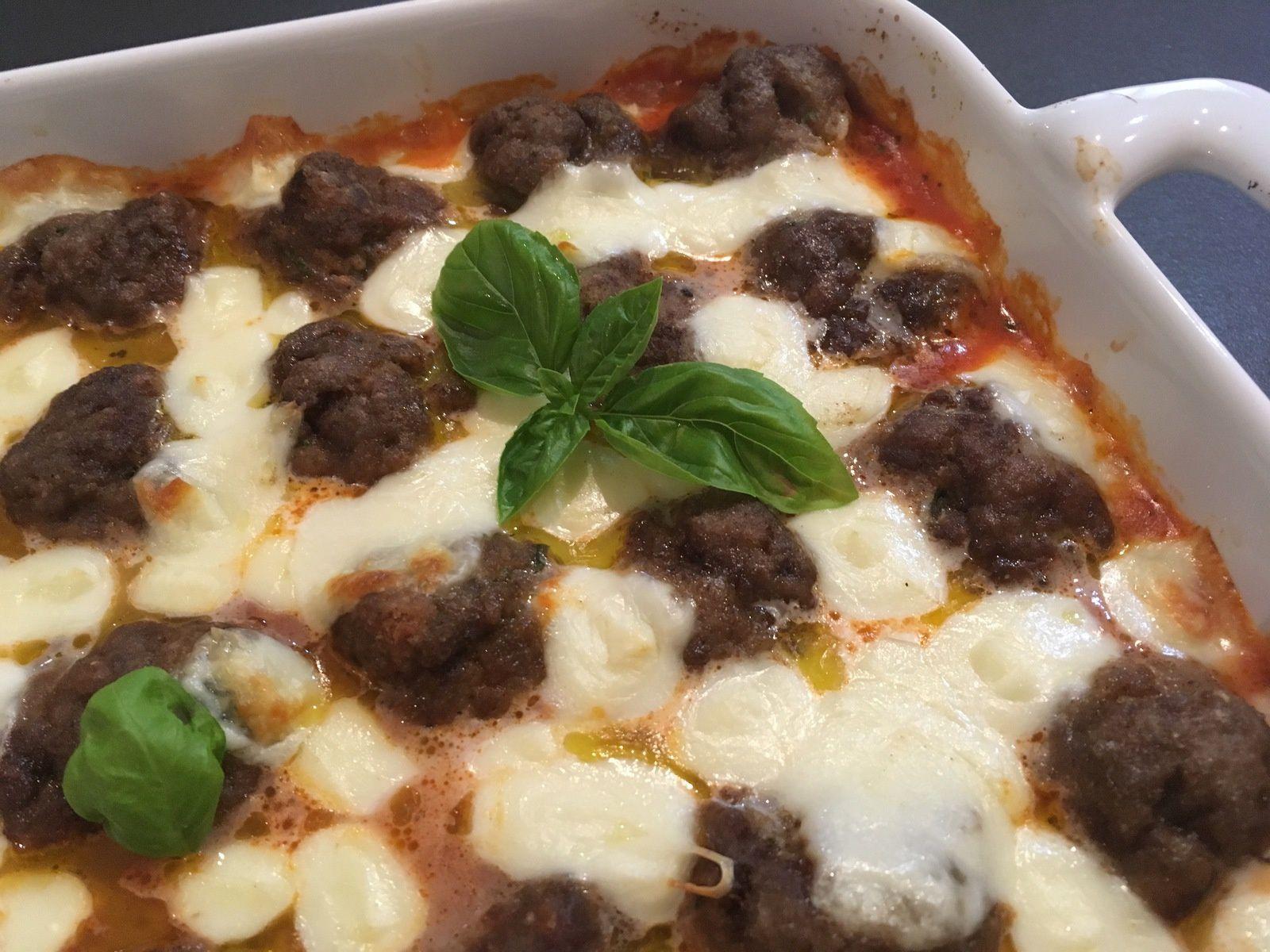 Gratin de boulettes de viande, sauce tomate et mozzarella