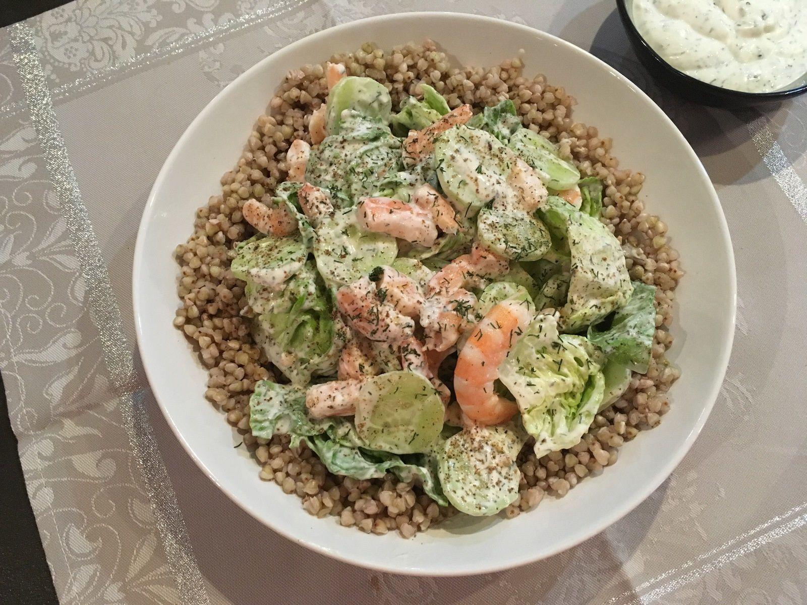 Salade de sarrasin aux crevettes et concombre