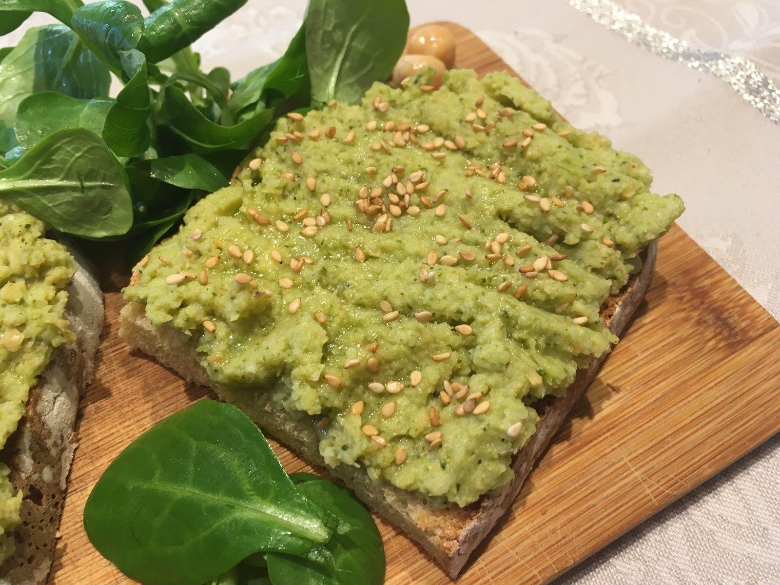 Tartine de houmous au brocoli