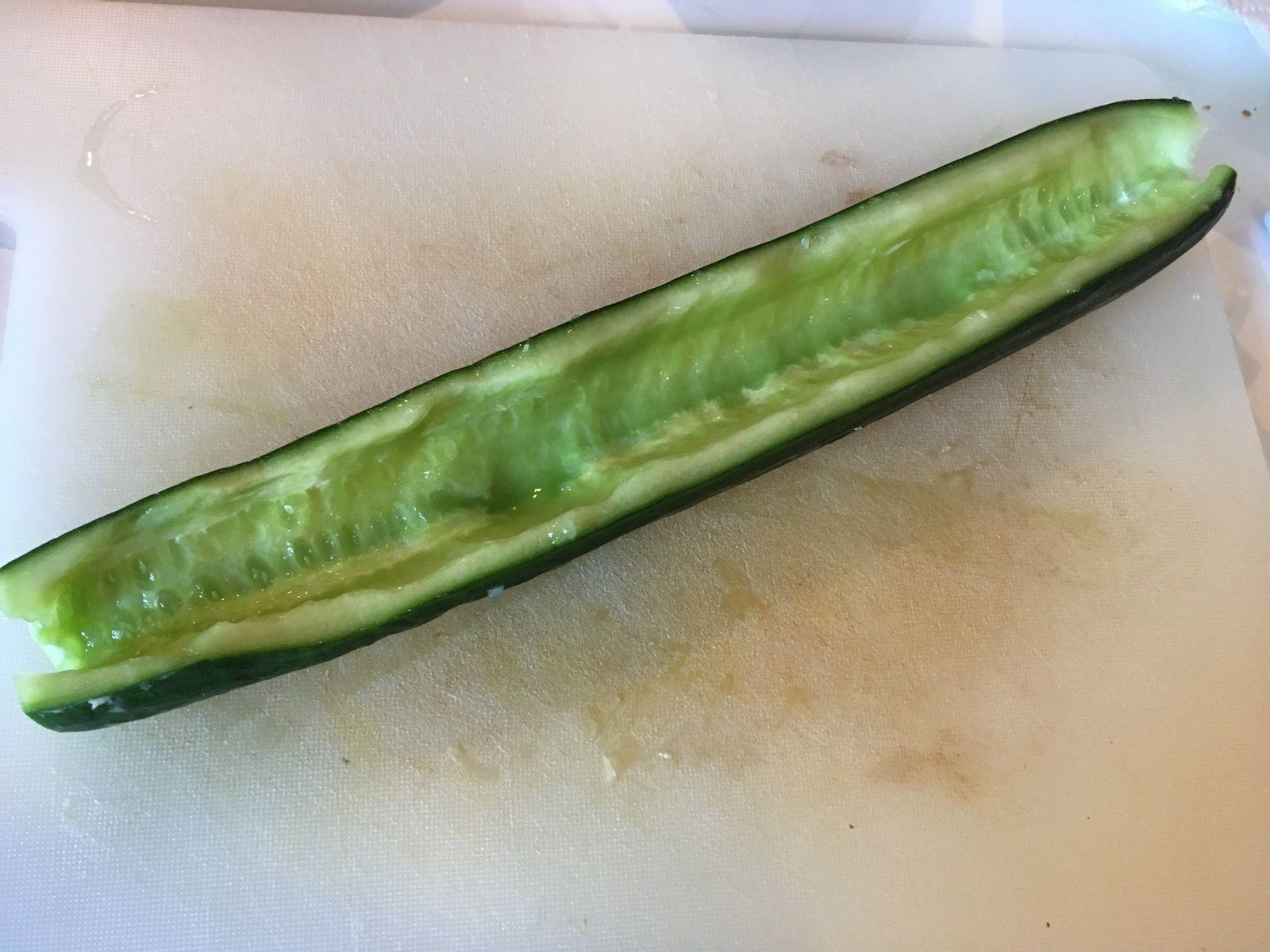 Concombre farci à la feta et aux olives