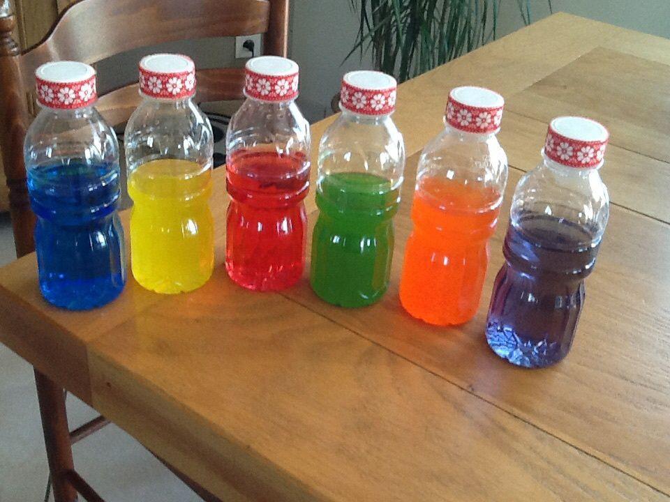 Bouteilles d'eau colorées 🌀