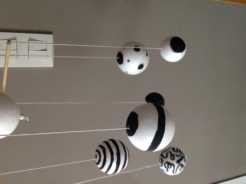 Nouveautés d'inspiration Montessori :( Mobile des contrastes et balle de préhension )