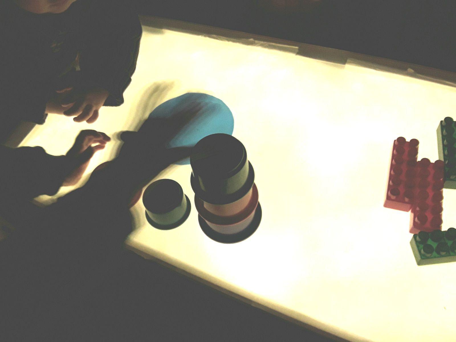 Jeux avec la table lumineuse 💡