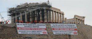 """Depuis l'Acropole d'Athènes, le Parti communiste grec – KKE – lance un appel: """"Solidarité avec les réfugiés! Condamnation de l'UE et de l'OTAN ! »"""