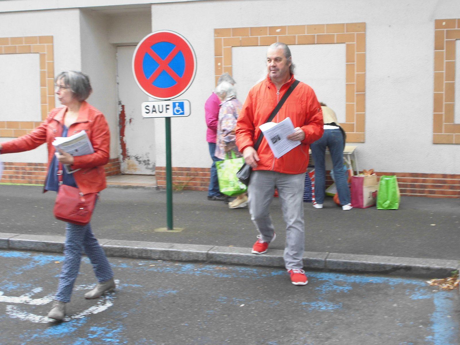 Poste Jean Jaurès à Mantes-la-Ville. Pratiquement 600 signataires contre la fermeture