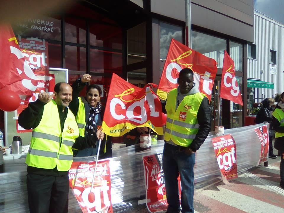 Carrefour Market Mézières en grève avant-hier et hier