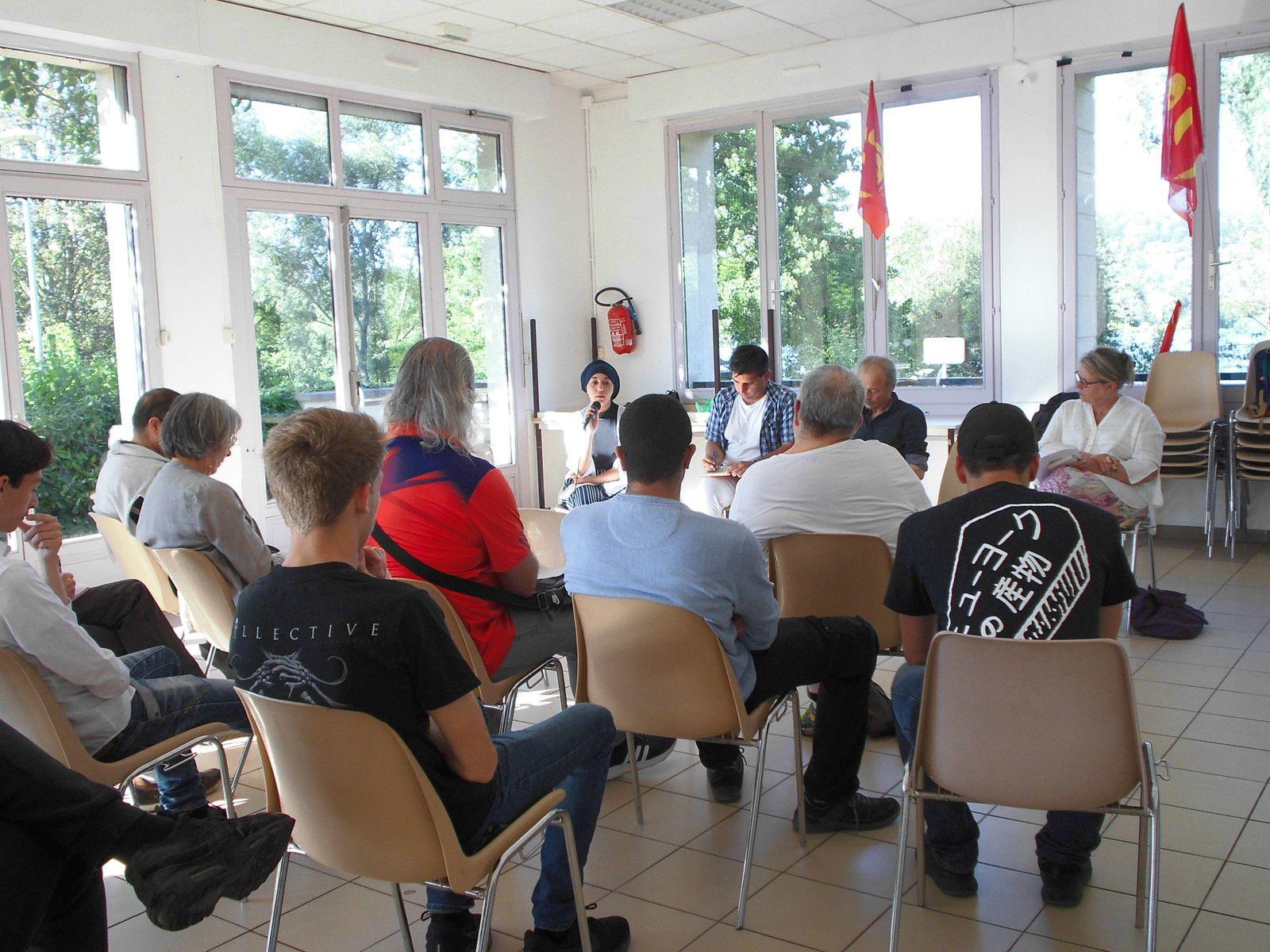 Mantes-la-Jolie. Les jeunes communistes contre l'extrême-droite: une belle initiative politique.
