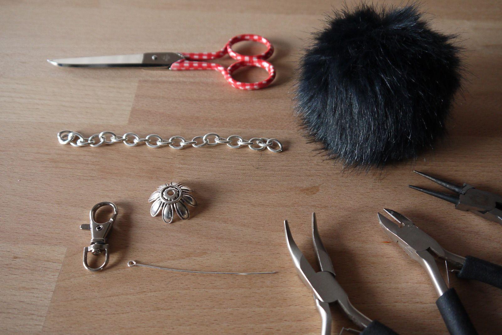 Fabriquer Porte Clé Facile tuto porte-clé pompon - le blog de l'atelier de lola