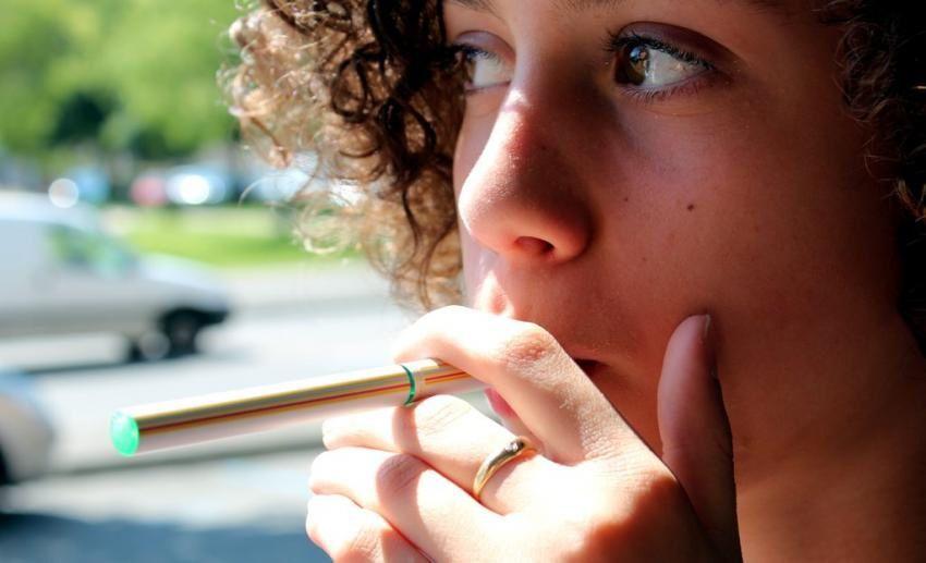 La cigarette électronique gagne en popularité chez les élèves yukonnais