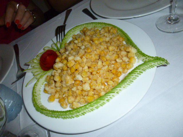 l'entrée de maïs et ses concombres autour  bouquet de crevettes, nems et..poisson sous carotte
