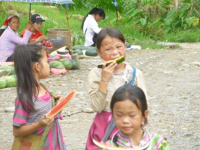 population Hmong dans la montagne aux environs de Sapa