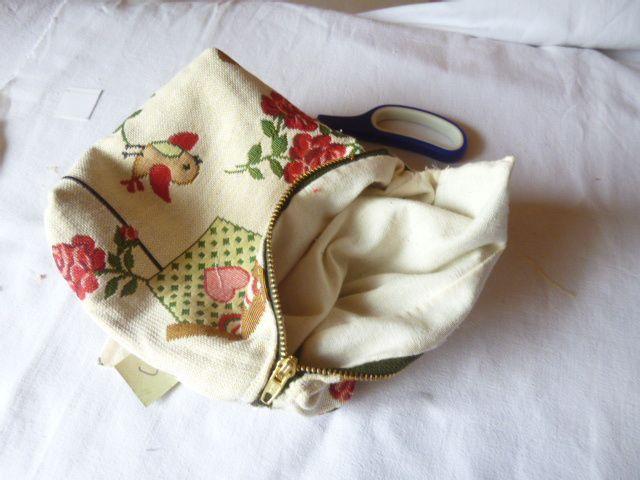 Petite pochette  en tissu d'ameublement pour vide-greniers ou autres