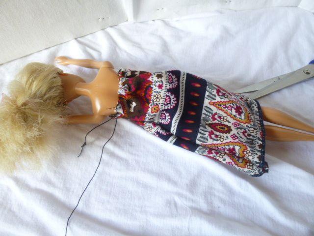 Robe fluide en tissu léger à bretelles Barbie