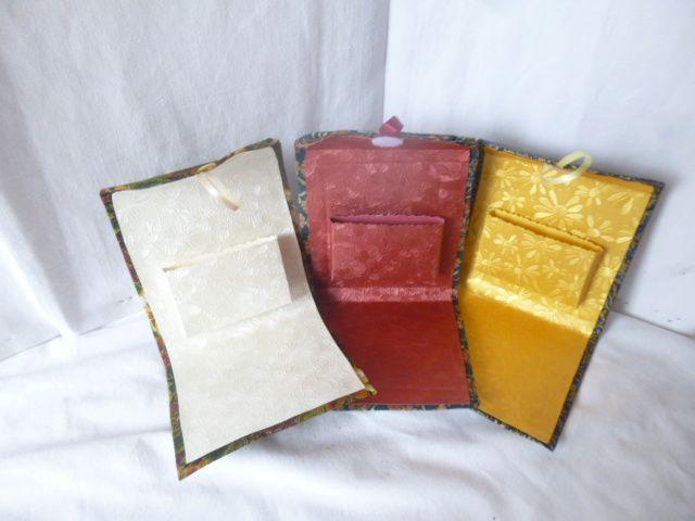 petite boite cadeau en carton de récup' et tissu