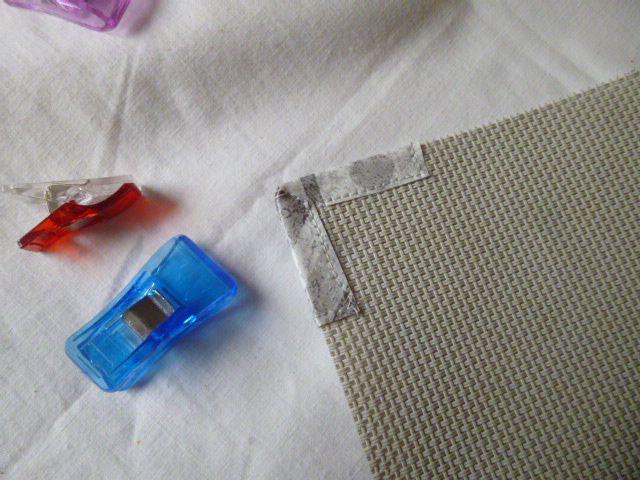 réparer les coins de sets de table effilochés