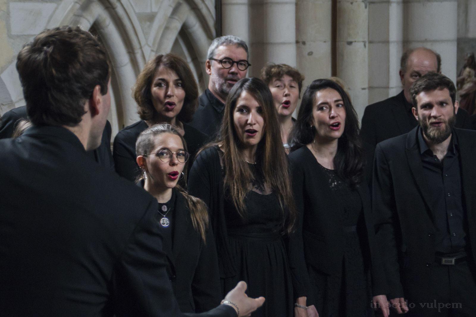"""Choeur de Chambre de Rouen. Direction : Frédéric Pineau. Répétition précédant le concert des """"Voix Nordiques"""". Bures en Bray, 19/05/2019."""