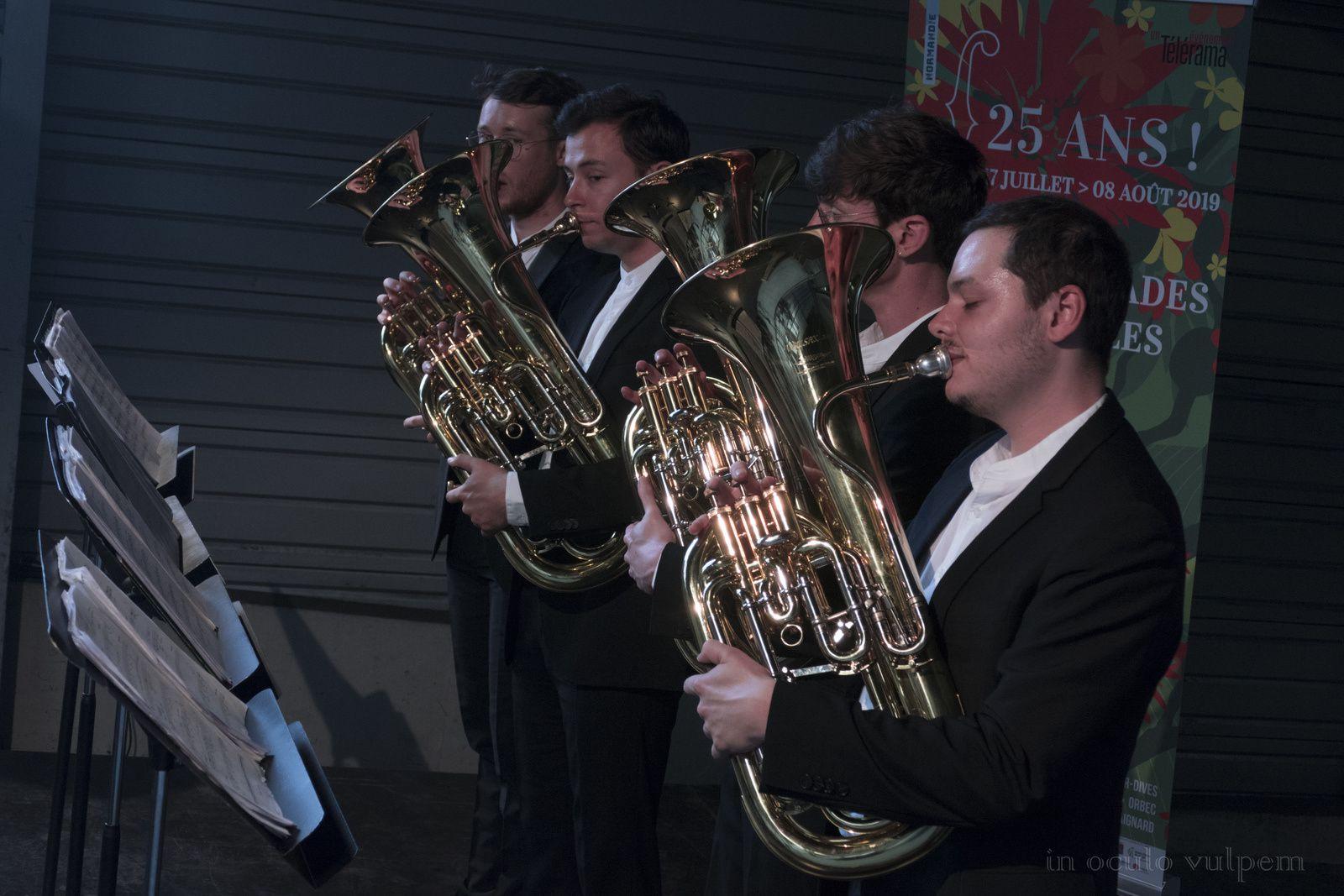 Les Promenades Musicales du Pays d'Auge. Opus 333; Saxhorns : Vianney Desplantes, Jean Daufresne, Patrick Wibart, Corentin Morvan. Usine Axe, Lisieux/Saint-Désir.