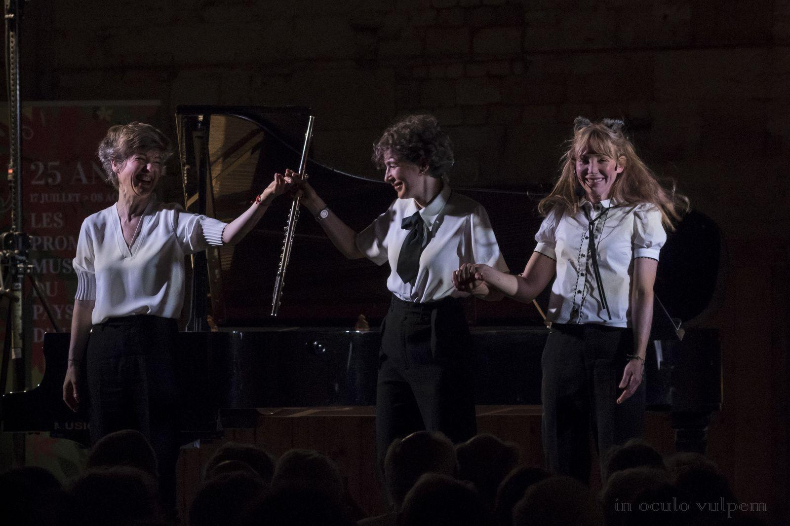 Les Promenades Musicales du Pays d'Auge. Julie Depardieu, comédienne; Juliette Hurel, flûte; Hélène Couvert, piano. Les Greniers à sel, Honfleur, 27/07/2019.