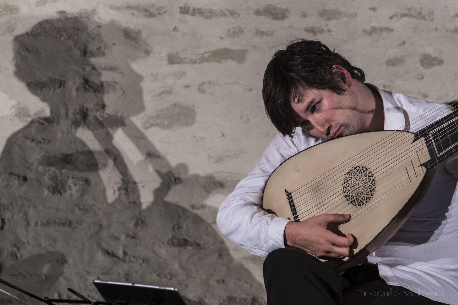 Les Promenades Musicales du Pays d'Auge. Duo de Cordes Baroques. Thomas Dunford, Théorbe; Bruno Philippe, Violoncelle. Château de Canon, 31/07/2019.