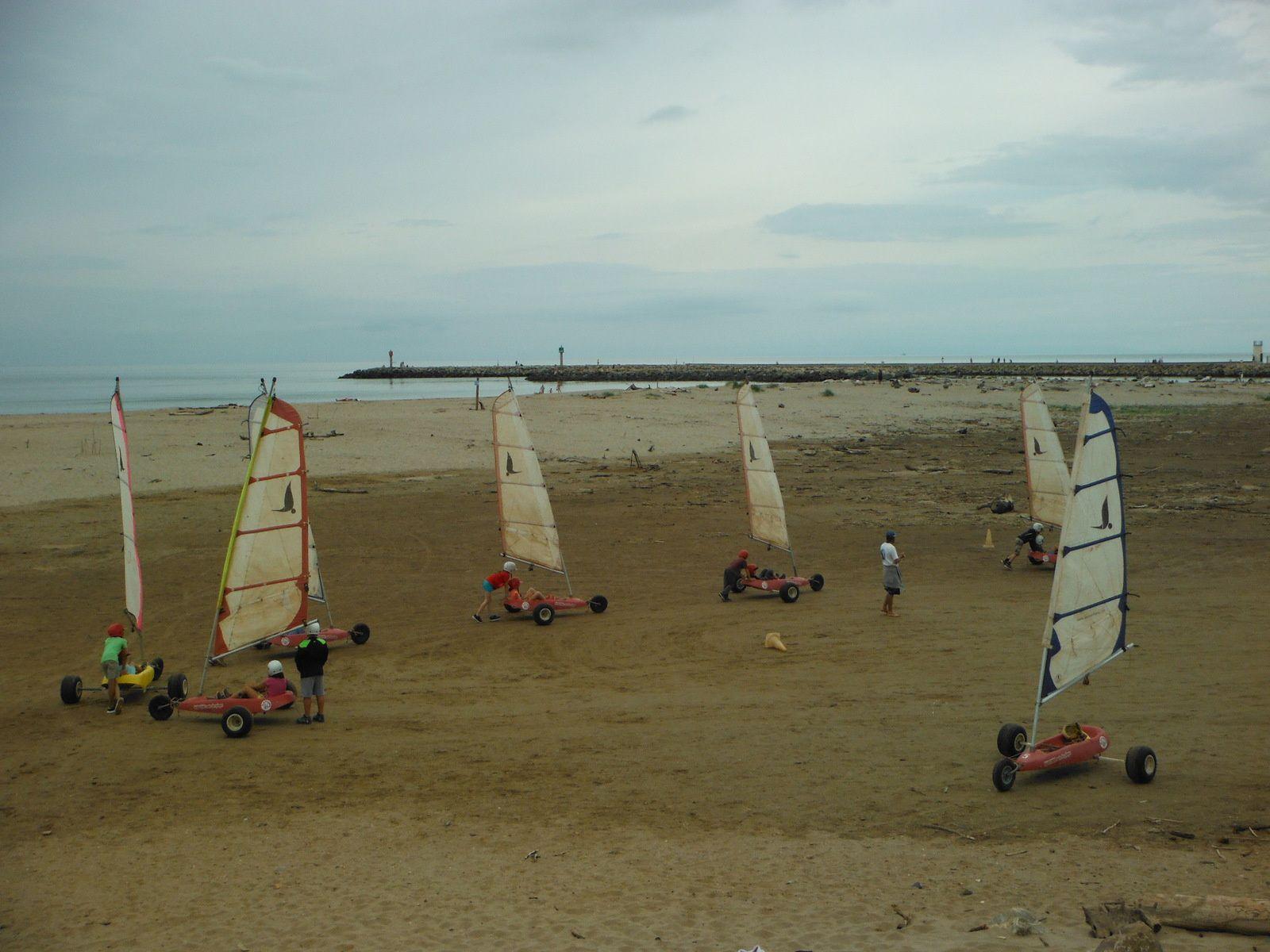 Pêche à pied, char à voile et bateau