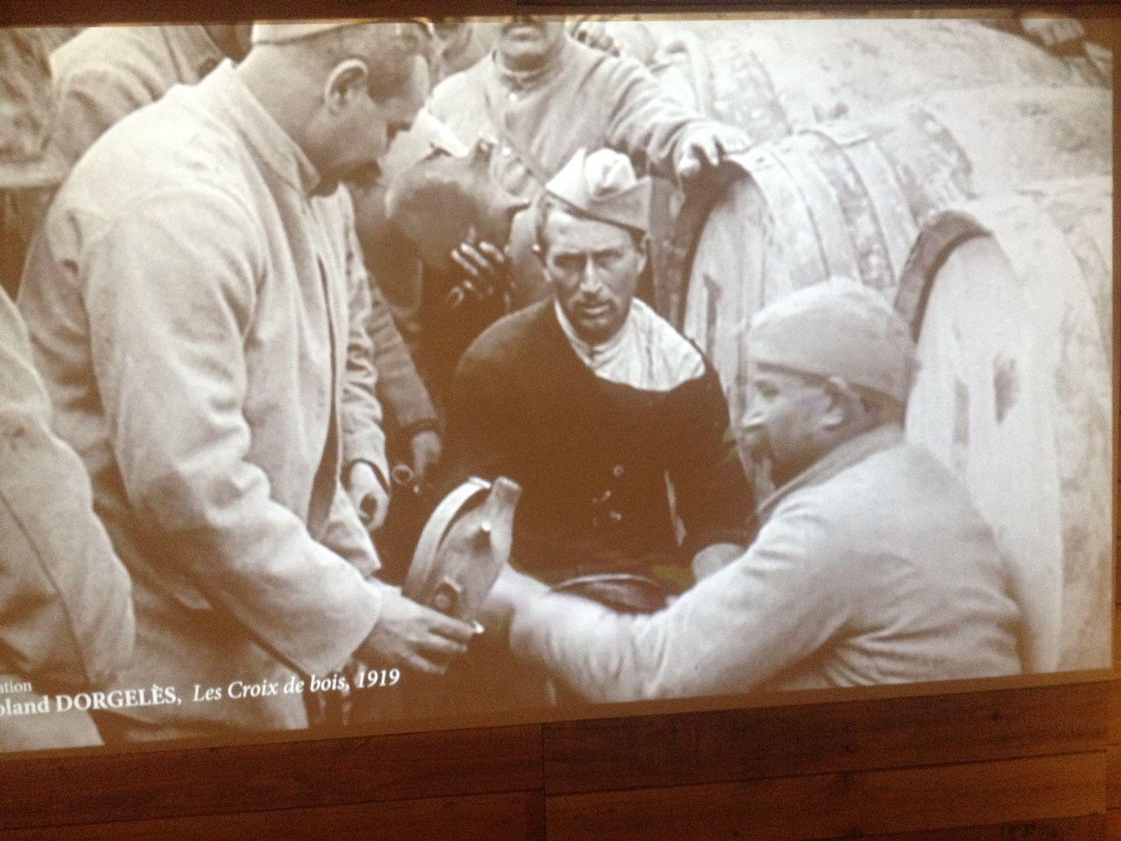 - De magnifiques documents et des films en noir et blanc pour nous raconter comment le front a été  abreuvé ...