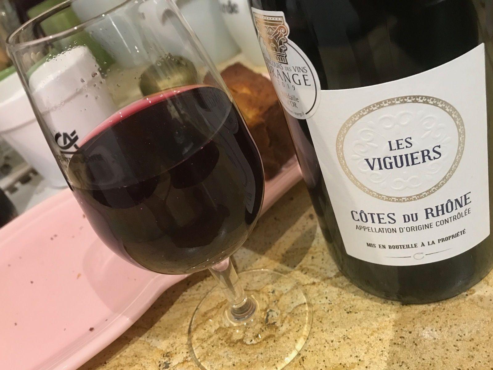 Rouge et blanc, des vins sympas à petit prix en petites lampées...