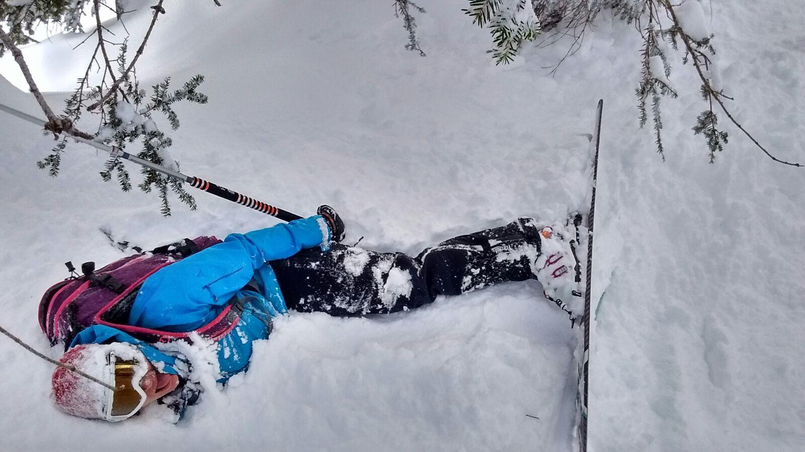 Adeline, plutôt skieuse dans l'âme: la neige c'est bon...mais pas éternelle. Du coup, l'été je troque quand même les skis pour les grosses et les chaussons pour couiner au bout d'une corde. Mon  objectif: gagner en confiance et en expérience en alpi pour appréhender plus sereinement les magnifiques sommets de nos montagnes, le tout en bonne compagnie!