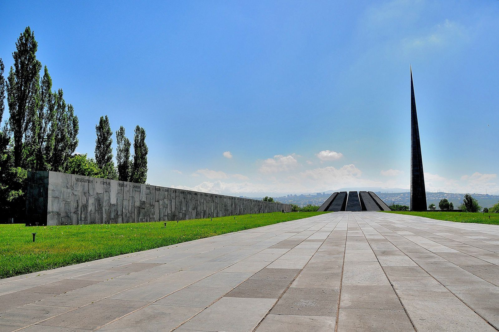 11ème Jour - MEMORIAL DU GENOCIDE YEREVAN -  Article 079