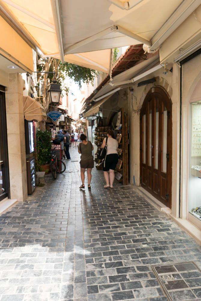CRETE : RETHYMNON le centre ville un jour de marché
