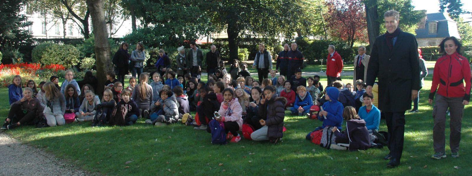 1er rallye citoyen dans les jardins du Gouverneur militaire de Paris.