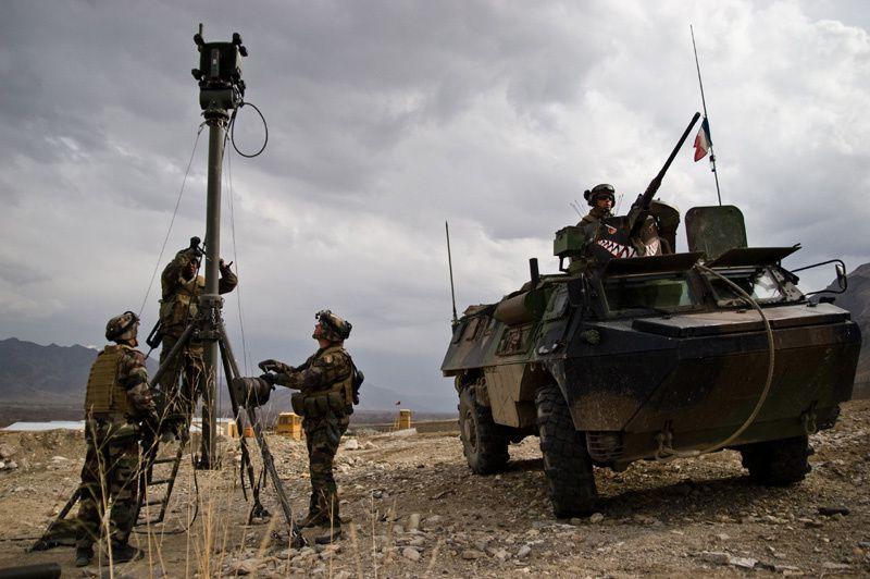 Soldats du 28e RT, unité du COM SIC.