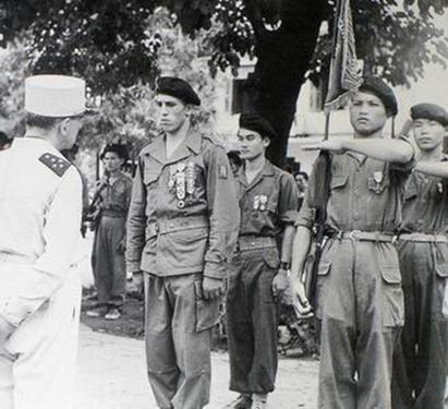 L'adjudant-chef Roger Vandenberghe (1927-1952), Mort pour la France en Indochine, était en son temps l'un des sous-officiers les plus décorés et totalisait pas moins de 17 citations dont 9 palmes et 8 étoiles de blessures.