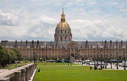 Le Gouverneur militaire de Paris.