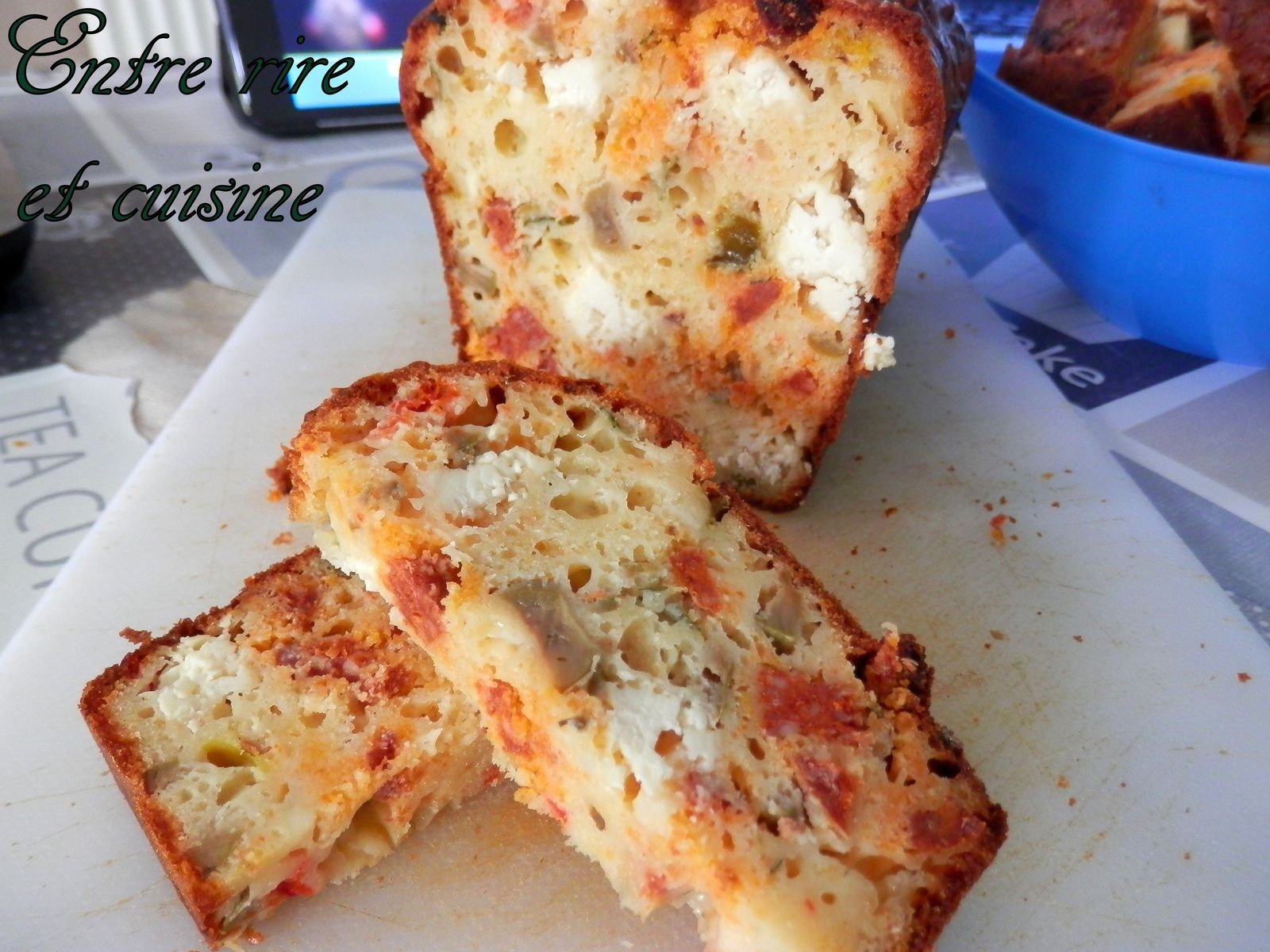 Cake chorizo, poivrons, feta et olives