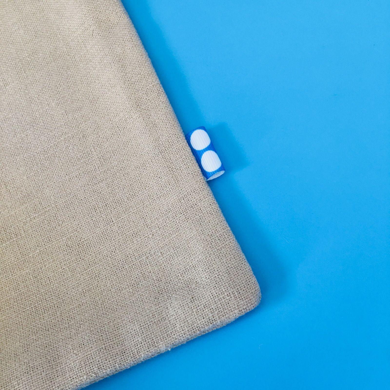 Dimensions du tote bag: 28cm de hauteur * 20,5cm de largeur environ
