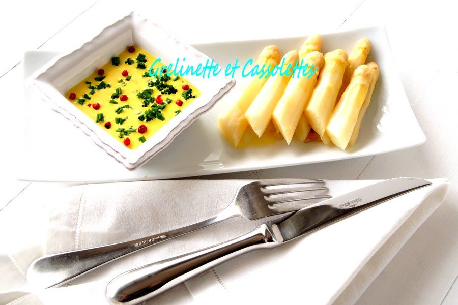Pointes d'Asperges Blanches, Sauce Light au Curcuma